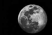 lune panoramique astronomie astro astrophoto photo sélène pleine noir et blanc nb télescope ciel