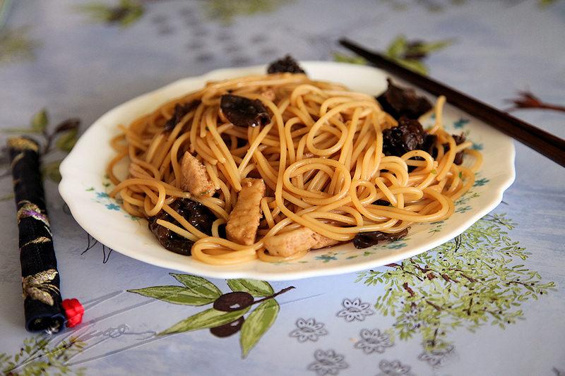 thomphotos.fr/images/cuisine/Nouilles_chinoises_au_poulet.jpg