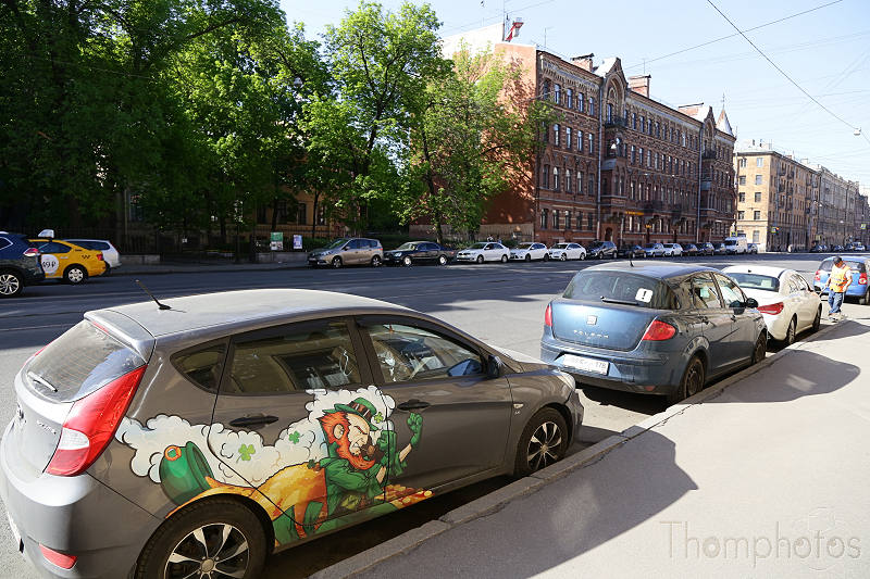 reportage photo 2018 russie saint petersbourg petrograd voiture car deco peinture painting