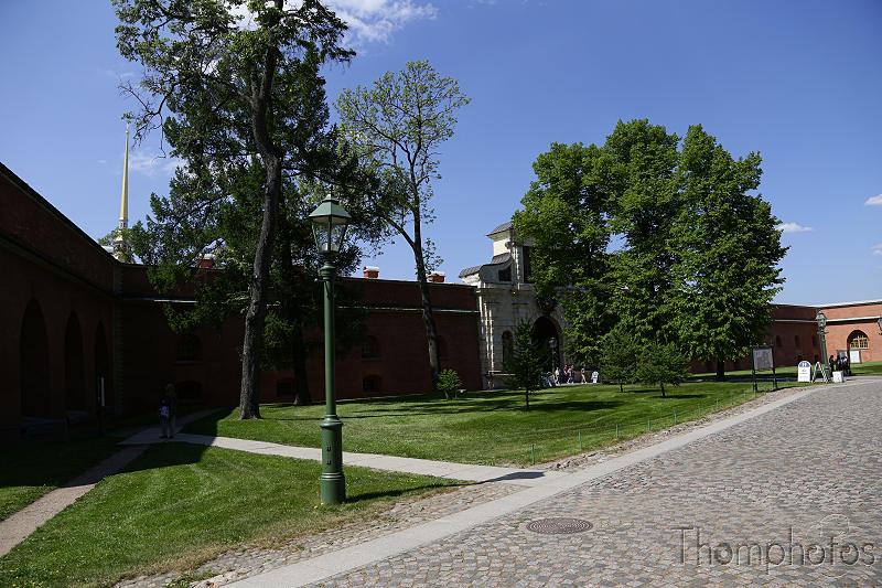 reportage photo 2018 russie saint petersbourg petrograd forteresse saint pierre et paul cours allée alley mur wall defense