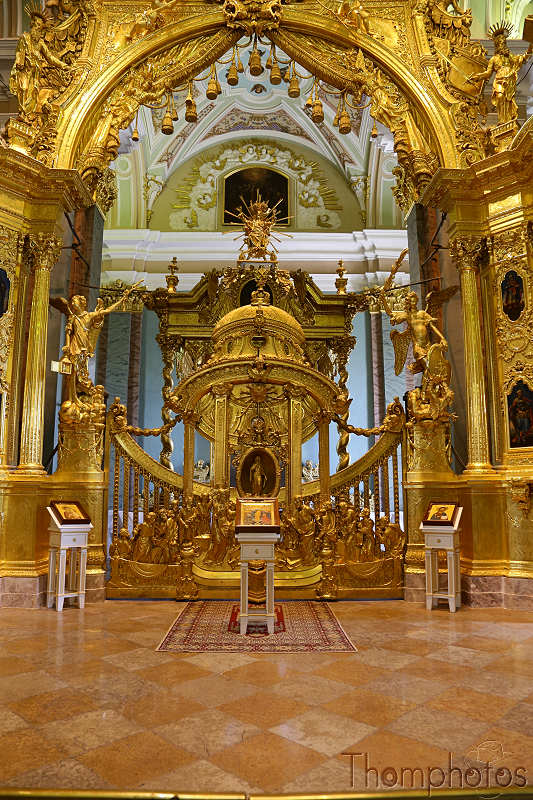 reportage photo 2018 russie saint petersbourg petrograd cathédrale saint pierre tombes tsar familles gold