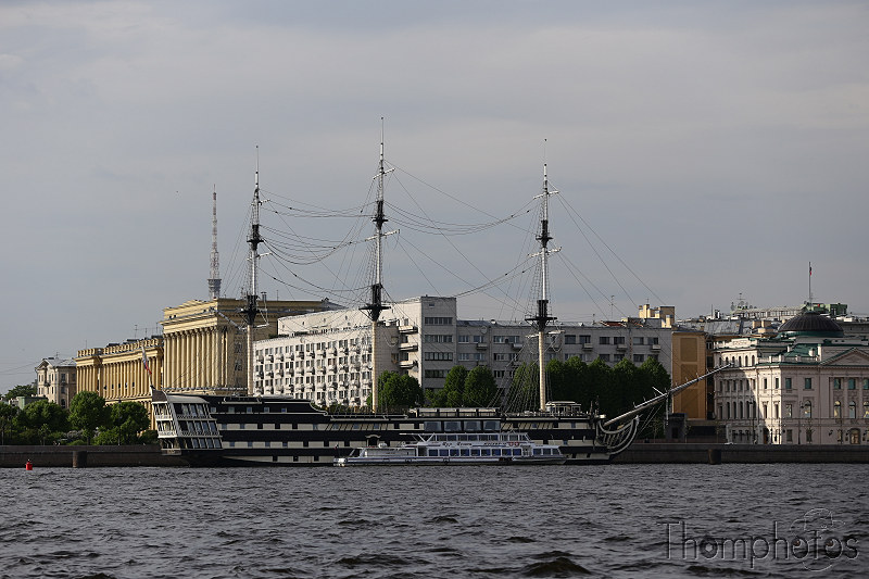 reportage photo 2018 russie saint petersbourg petrograd promenade bateau ship city ville architecture navire bateau ship resto restaurant old ancien 3 mâts